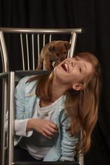 Bambina con cagnolino I.