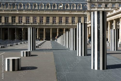 Papiers peints Artistique Daniel Buren's Columns. Paris, France