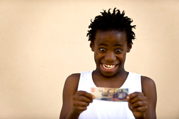 Junge mit Geldschein