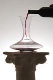 Decanter con vino rosso
