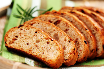 bread with dry tomatoes