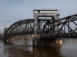 Puente de ferrocarril abandonado