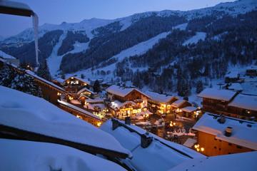 Luxe en montagne, un village sous la neige