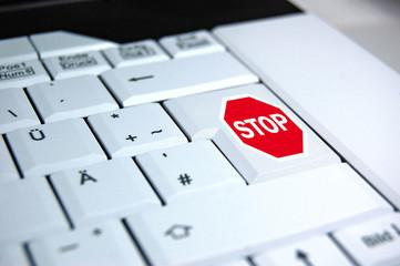 Entertaste Stop auf einer Laptoptastatur