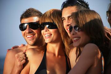 groupe d'amis à la mer