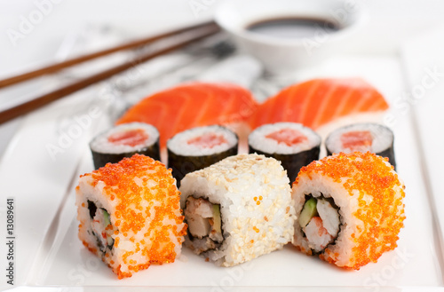 Sushi plate, close-up - 13089641