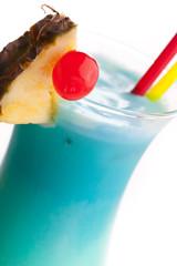 Detail von blauem Cocktail - Swimmingpool
