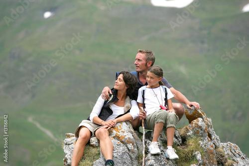 portrait de faimille en randonnée - 13116842