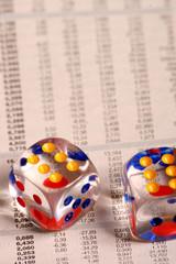dadi colorati su quotidiano finanza