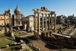 vista sui fori romani con il tempio di saturno a Roma in Italia