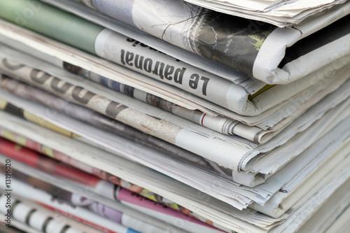 des journaux pliés