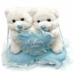 """deux oursons blancs sur un coussin bleu """"I love you"""""""
