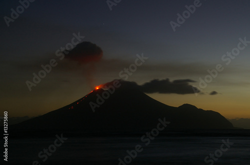 Leinwanddruck Bild Ausbruch des Vulkan Lopevi, Vanuatu
