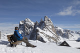 Pause in den Dolomiten im Winter poster