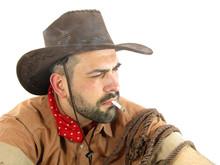 Twardy kowboj jest palenie papierosów