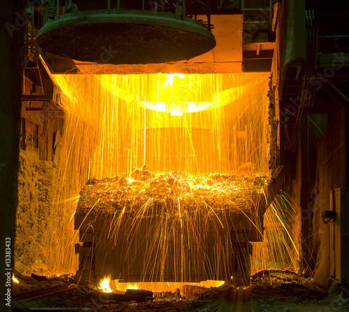 Leinwandbild Motiv Funkenflug im Stahlwerk