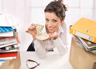 Businesswoman during a work stoppage is drinking coffe