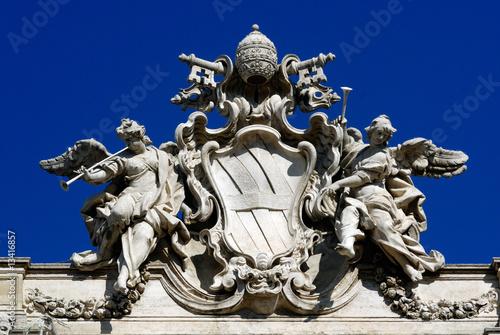 stemma del papa Clemente XII sulla fontana di Trevi a Roma