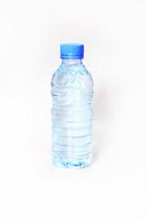 Garrafa de água isolada no fundo branco