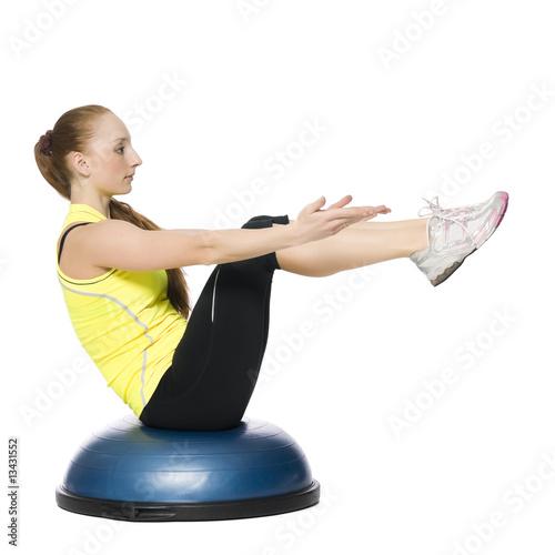 Fitness holka dělá pilates
