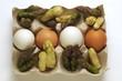 Uova con punte di asparago verde e bianco