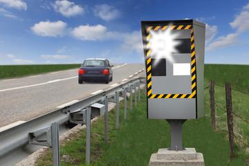 radar au bord d'une route