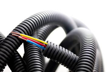 fil électrique, matériel d'électricien sur fond blanc, image