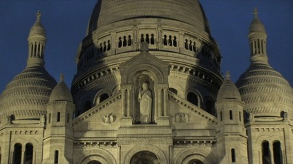 Sacre Coeur in Paris at Night – Zoom Out