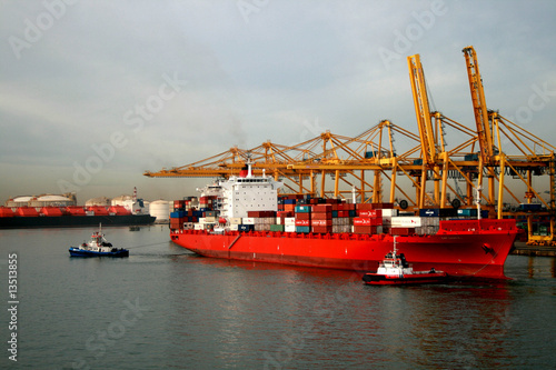 container vessel starts transport