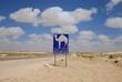 route et signalisation dans le désert