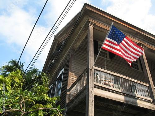 Key west fa ade maison en bois avec drapeau am ricain for Facade en bois maison