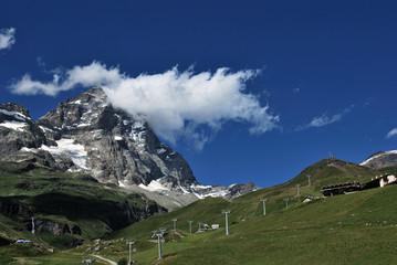 Cervino con impianti sciistici - Matterhorn with cableway
