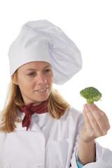cocinera con brocoli