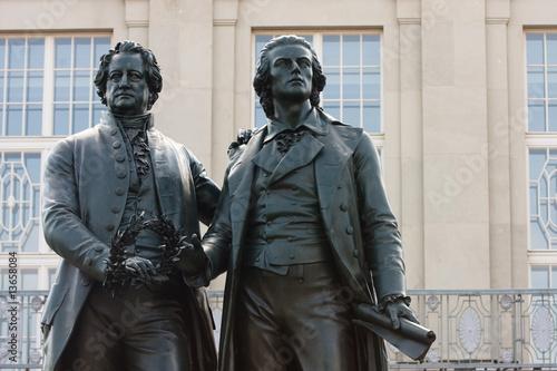 Statue von Goethe und Schiller in Weimar