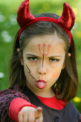 petit diable tirant la langue