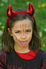 petit diable qui tire la langue