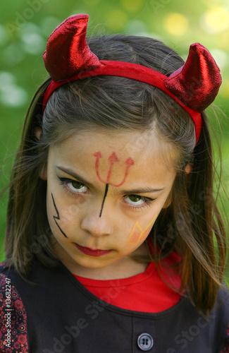 Petit diable f ch de el onore h photo libre de droits 13682247 sur - Maquillage diablesse fillette ...