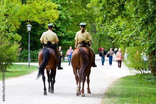 Polizei auf Pferd