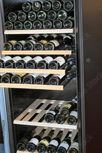 cave vin electrique photo libre de droits sur la banque d 39 images image 13696239. Black Bedroom Furniture Sets. Home Design Ideas