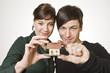 Junges Paar mit Hausmodell