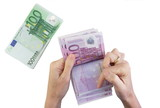 female hands counting 500 Euro banknotes with 100 Euro