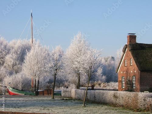 Kolonistenhaus mit Museumsschiff (Wiesmoor) - 13783830