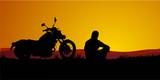 motociclista al tramonto poster