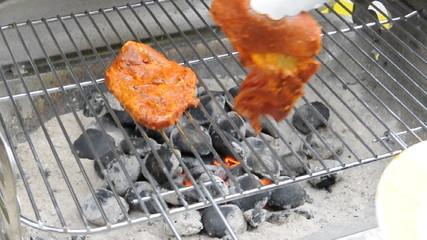 Grill BBQ Grillgut auflegen