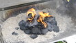 Grill BBQ Kohle anzünden