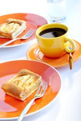 Kaffee und Apfelkuchen