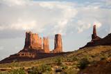 Monument Valley , Blick auf Stagecoach und Bear & Rabbit poster