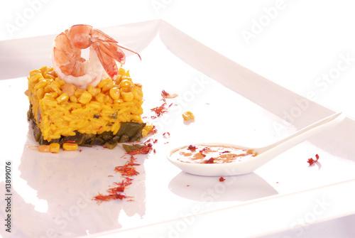 Arroz con granos de elote (maíz) y camarones. México.