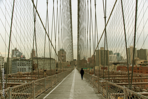 walk way on brooklyn bridge