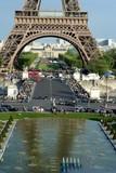 Parigi - vista della torre Eiffel dai giardini del Trocadero poster